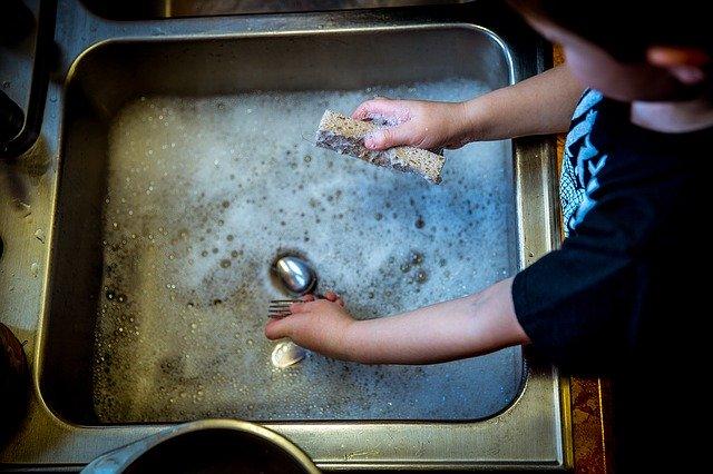 Produit lave vaisselle maison : recette maison pour laver sa vaisselle moins chère
