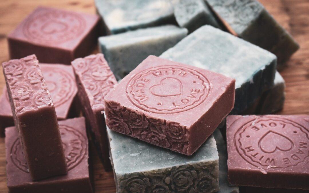 Savon saponifié à froid : Recette du savon artisanal naturel, fabriqué à froid